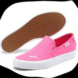 Woman's Puma Shoes